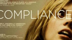 『コンプライアンス 服従の心理』:女性従業員が裸にされて身体検査を受けるまで